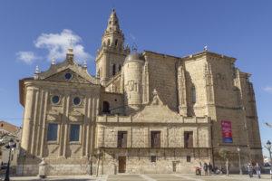 Iglesia desde la plaza